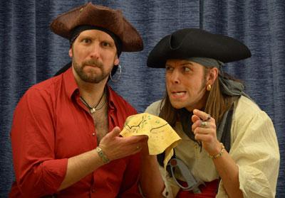 Tobias Zenker, abgebildet sind (v.l.) Parick Kohler alias Long John Silver und Tobias Zenker alias Merry