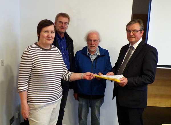 v.l.: Marlies Spanuth, Reinhard Borgmeier (Fraktionsvorsitzender der DIP) und Peter Leppin trafen sich mit Bürgermeister Dreier