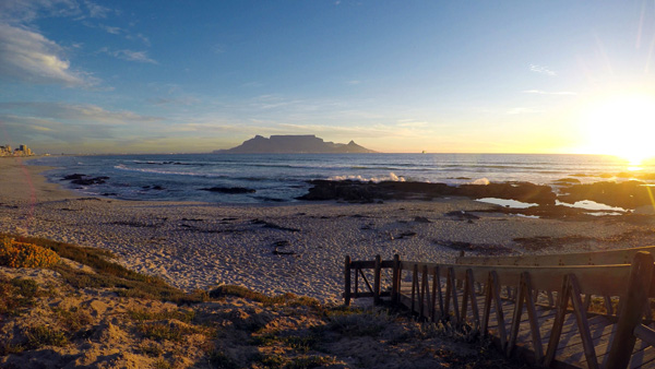 Von den Küstenorten Table View und Bloubergstrand hat man einen ausgezeichneten Blick auf den Tafelberg.
