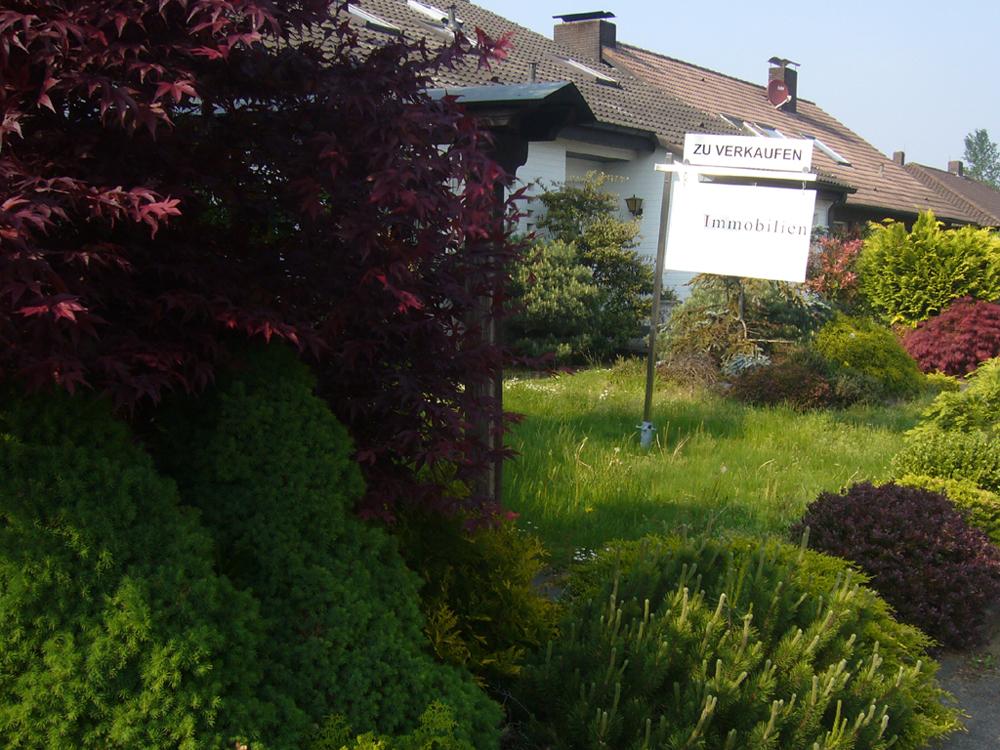 Haus mit Verkaufsschild