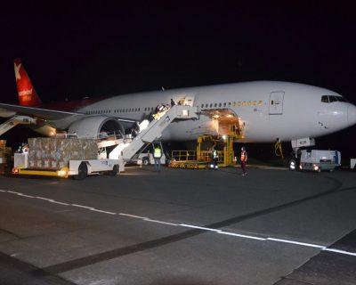 Flugzeug mit 2,5 Millionen Schutzmasken am Paderborn-Lippstadt Airport gelandet