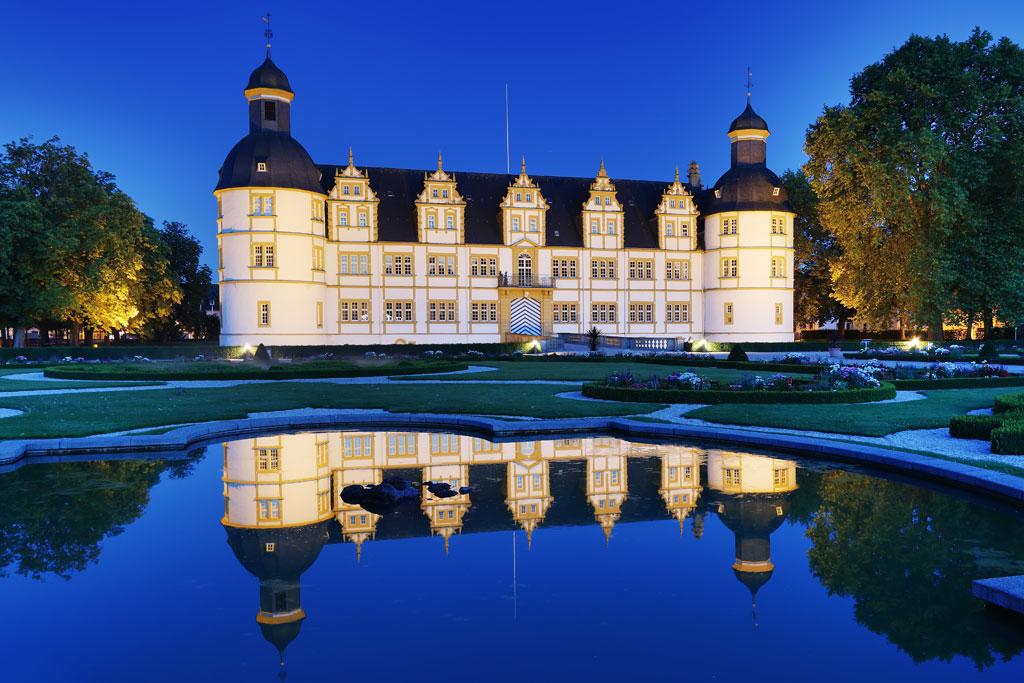 Schloss Neuhaus bei Nacht