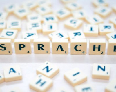 Digitale Sprachbildung: Projekt der Universität Paderborn qualifiziert Lehramtsstudierende