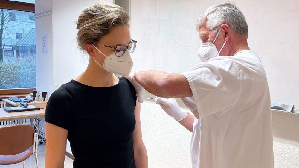 Erste Impfung