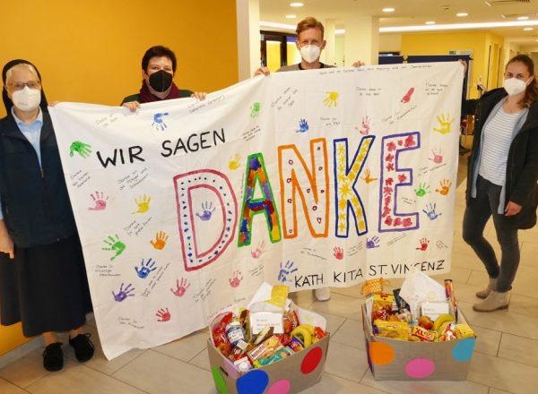 Spende der Kinder der Kath. Kita St. Vincenz an das St. Vincenz-Krankenhaus