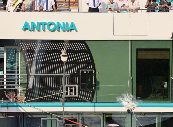 Phoenix Reisen Bonn: Neubau MS Antonia getauft